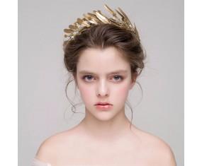 Zlatá čelenka s pierkami